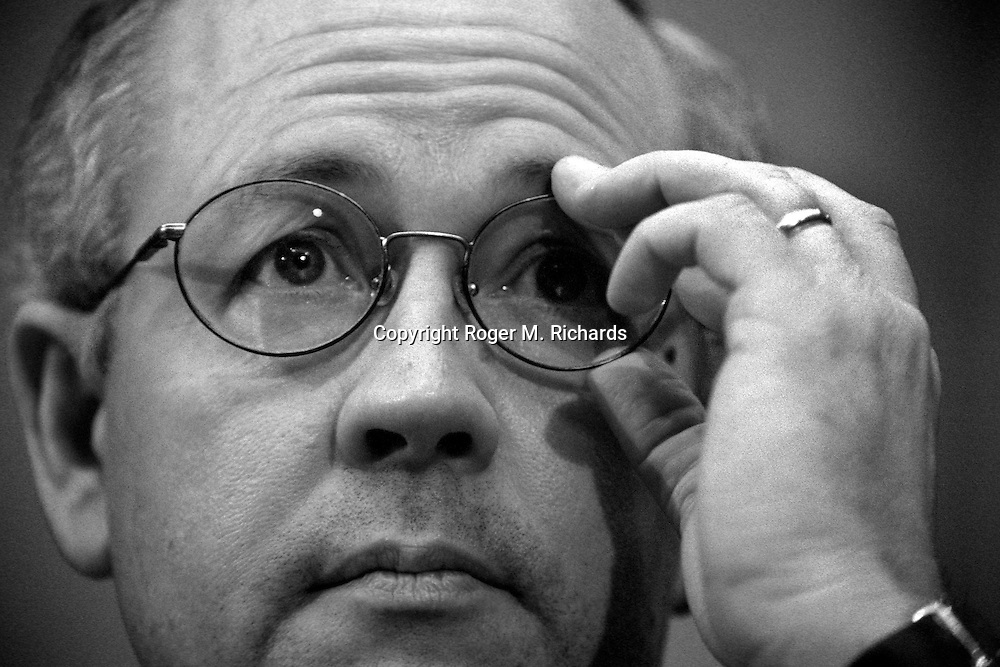 Independent prosecutor Kenneth Starr testifies about President Bill Clinton before the U.S. House Judiciary Committee, November 1998. (Photo by Roger M. Richards)