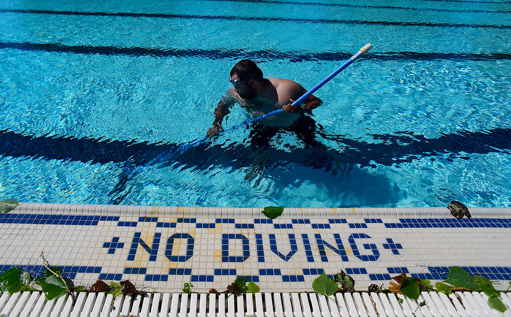 apl052317c/ASECTION/pierre-louis/JOURNAL 052317<br />  Joe Quintana,, Outdoor Pool Supervisor, cleans the Sunport Pool by removing dead leaves while getting the popular pool ready for this weekend opening . For more information www.cabq.gov/parksandrecreation/recreation/swimming .Photographed on Tuesday May 23,  2017. .Adolphe Pierre-Louis/JOURNAL
