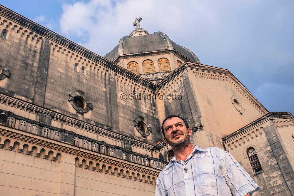 Padre Luis Chilan, di 52 anni, missionario spagnolo cappuccino, da oltre 20 anni è parroco della chiesa di Jesus di Miramar, Havana