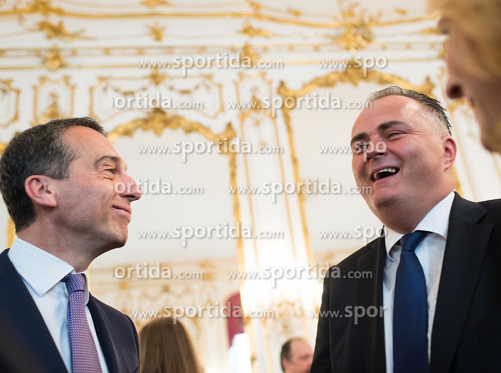 11.07.2017, Präsidentschaftskanzlei, Wien, AUT, ÖFB, Verabschiedung der Damen-Fußballnationalmannschaft, im Bild v.l.n.r. Bundeskanzler Christian Kern (SPÖ) und Bundesminister für Landesverteidigung und Sport Hans Peter Doskozil (SPÖ) // f.l.t.r. Federal Chancellor of Austria Christian Kern and Austrian Minister of Defence and Sport Hans Peter Doskozil during farewell event of the Woman's Team of the Austrian Football Association at the federal presidents office in Vienna, 2017/07/11. EXPA Pictures © 2017 PhotoCredit: EXPA/ Michael Gruber