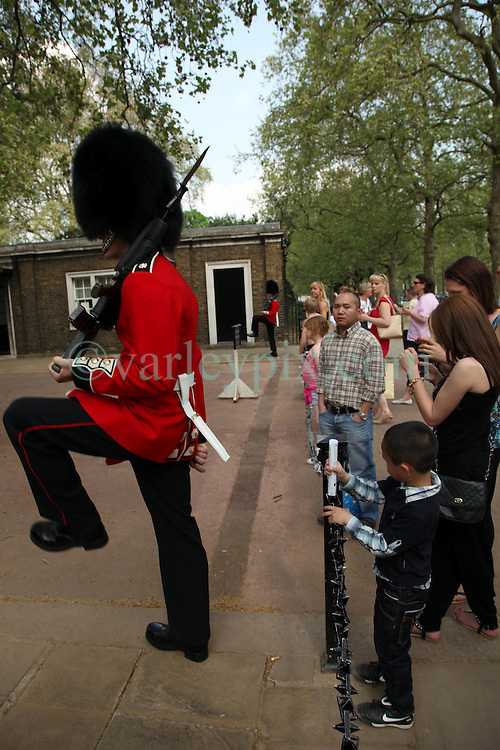21 April 2011. London, England..Tourists enjoy the Scots guards and their bearskin hats, the Royal foot guards outside Clarence House near  Buckingham Palace in the run up to Catherine Middleton's marriage to Prince William..Photo; Charlie Varley.