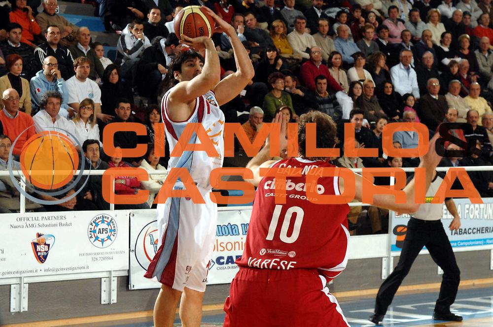 DESCRIZIONE : Rieti Lega A1 2007-08 Solsonica Rieti Cimberio Varese<br /> GIOCATORE : Mario Gigena<br /> SQUADRA : Solsonica Rieti<br /> EVENTO : Campionato Lega A1 2007-2008 <br /> GARA : Solsonica Rieti Cimberio Varese<br /> DATA : 27/01/2008<br /> CATEGORIA : Tiro<br /> SPORT : Pallacanestro <br /> AUTORE : Agenzia Ciamillo-Castoria/E. Grillotti