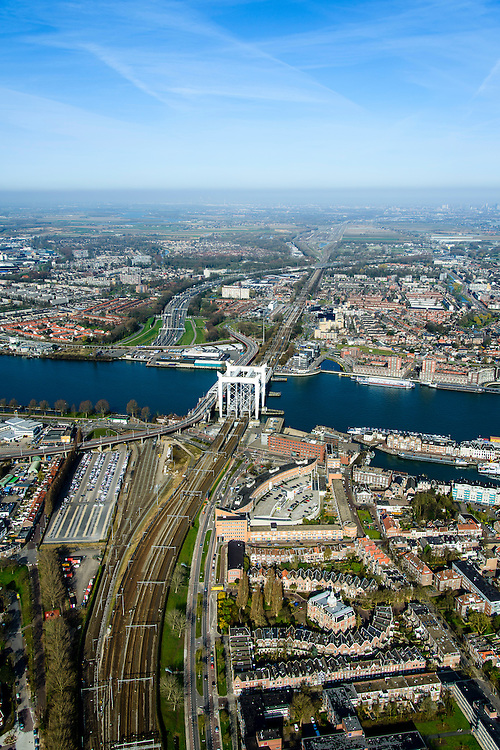 Nederland, Zuid-Holland, Dordrecht, 01-04-2016; overzicht binnenstad van Dordrecht met karakteristieke spoorbrug over rivier de Oude Maasen de Stadsbrug.<br /> Overview city of Dordrecht located on the Oude Maas river.<br /> <br /> luchtfoto (toeslag op standard tarieven);<br /> aerial photo (additional fee required);<br /> copyright foto/photo Siebe Swart