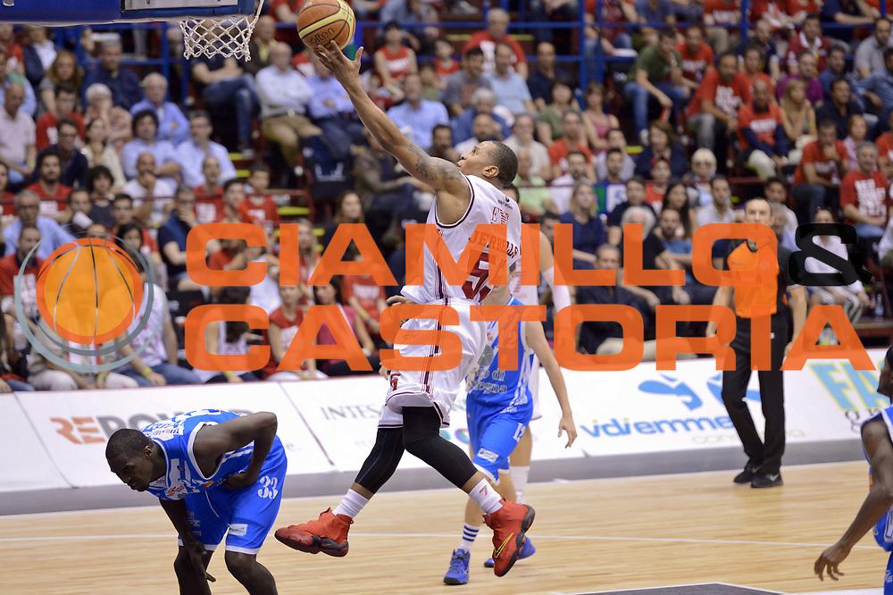 DESCRIZIONE : Milano Lega A 2013-14 EA7 Emporio Armani Milano  vs Banco di Sardegna Sassari playoff semifinali gara 5<br /> GIOCATORE : Curtis Jerrells<br /> CATEGORIA : Tiro<br /> SQUADRA : EA7 Emporio Armani Milano<br /> EVENTO : Semifinale gara 5 playoff<br /> GARA : EA7 Emporio Armani Milano vs Banco di Sardegna Sassari semifinale gara5<br /> DATA : 07/06/2014<br /> SPORT : Pallacanestro <br /> AUTORE : Agenzia Ciamillo-Castoria/I.Mancini<br /> Galleria : Lega Basket A 2013-2014  <br /> Fotonotizia : Milano<br /> Lega A 2013-14 EA7 Emporio Armani Milano vs Banco di Sardegna Sassari playoff semifinale gara 5<br /> Predefinita :