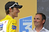 Sykkel<br /> Tour de France 2010<br /> 13.07.2010<br /> Foto: PhotoNews/Digitalsport<br /> NORWAY ONLY<br /> <br /> ANDY SCHLECK - BERNARD HINAULT<br /> <br /> ETAPE 9 : MORZINE AVORIAZ - SAINT-JEAN-DE-MAURIENNE