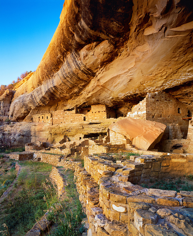 0405-1138 ~ Copyright: George H.H. Huey ~ Mug House.  Anasazi cliff dwelling ruin on Wetherill Mesa.  Mesa Verde National Park, Colorado.