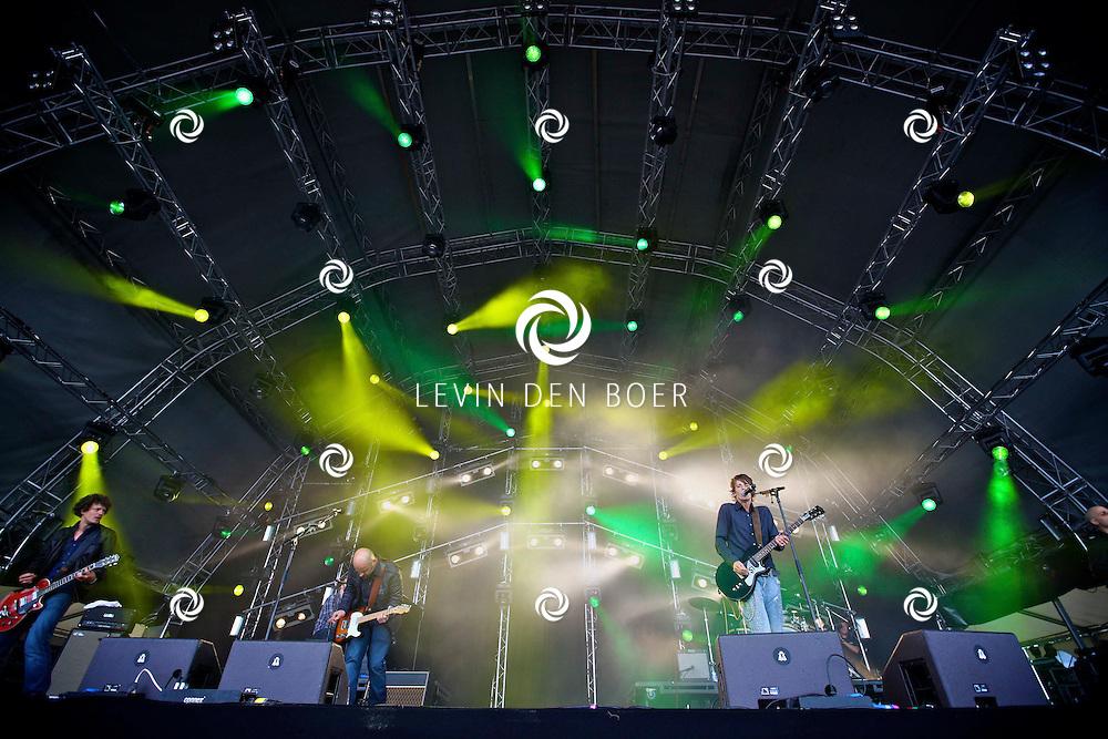 LIESHOUT - Tijdens de tweede editie van Bavaria Open Air traden veel nationale en internationale artiesten op. Met op de foto Sarah Bettens. FOTO LEVIN DEN BOER - PERSFOTO.NU