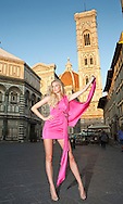 24:08:2009.. .Italian fashion in Florence with Miss Scotland 2009, Katharine Brown.. In the central square with The Duomo and cathedral behind...Pic:Andy Barr.07974 923919  (mobile).andy_snap@mac.com.All pictures copyright Andrew Barr Photography. .Please contact before any syndication. .