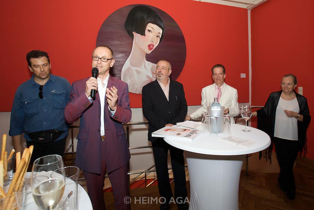 Presentation of Salon 2008 magazine at Rudolf Budja Galerie. From l.: Heimo Aga (Director of Photography), Thomas Manss (Art Director), Derek Weber (Editor-in-chief), Dr. Bodo Polzer (Editor), Elke Polzer.