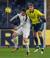 Pål Alexander Kirkevold (Hobro IK) og Andreas Maxsø (Brøndby IF) under kampen i 3F Superligaen mellem Brøndby IF og Hobro IK den 15. december 2019 på Brøndby Stadion (Foto: Claus Birch).
