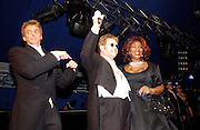 Barry Manilow,Sir Elton John and Gloria Gaynor. Sir Elton John's White Tie and Tiara Ball. Windsor, 28 June 2003. © Copyright Photograph by Dafydd Jones 66 Stockwell Park Rd. London SW9 0DA Tel 020 7733 0108 www.dafjones.com