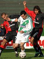 Fotball<br /> Argentina<br /> 02.08.2003<br /> Banfield v Newells<br /> Jorge Cervera og Bermudez (Newell) <br /> Foto: Digitalsport