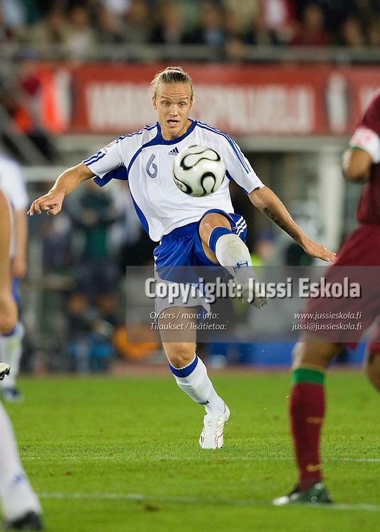 Mika V&auml;yrynen.&amp;#xA;Suomi - Portugali, EM-karsinta, Olympiastadion, Helsinki. 6.9.2006.&amp;#xA;Photo: Jussi Eskola<br />