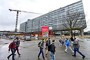 Nederland, Eindhoven, 7-3-2017Gebouwen op de campus van de technische universiteit, tu, t.u. TU/e. Het hoofdgebouw wordt gerenoveerd en is tijdelijk buiten gebruik. Het moet het meest duurzame onderwijsgebouw ter wereld worden .RenovationFoto: Flip Franssen