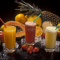 Foto de estudio, sucos e frutas. foto de Ze Paiva/Vista Imagens