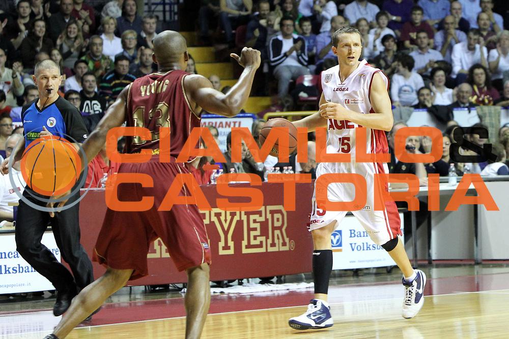 DESCRIZIONE : Venezia Lega Basket A2 2010-11 Umana Reyer Venezia Aget Imola<br /> GIOCATORE : Trent Whiting<br /> SQUADRA : Umana Reyer Venezia Aget Imola <br /> EVENTO : Campionato Lega A2 2010-2011<br /> GARA : Umana Reyer Venezia Aget Imola<br /> DATA : 21/11/2010<br /> CATEGORIA : Palleggio<br /> SPORT : Pallacanestro <br /> AUTORE : Agenzia Ciamillo-Castoria/G.Contessa<br /> Galleria : Lega Basket A2 2009-2010 <br /> Fotonotizia : Venezia Lega A2 2010-11 Umana Reyer Venezia Aget Imola<br /> Predefinita :