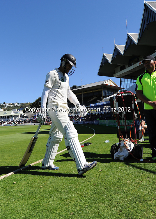 Ross Taylor leaves the field, retired hurt. Third Test, Day 4. New Zealand Black Caps versus South Africa Proteas, Basin Reserve, Wellington, New Zealand. Monday 26 March 2012. Photo: Andrew Cornaga/Photosport.co.nz