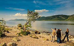 Tourists looking over Loch Ness from the eastern shore near Foyers<br /> <br /> (c) Andrew Wilson   Edinburgh Elite media