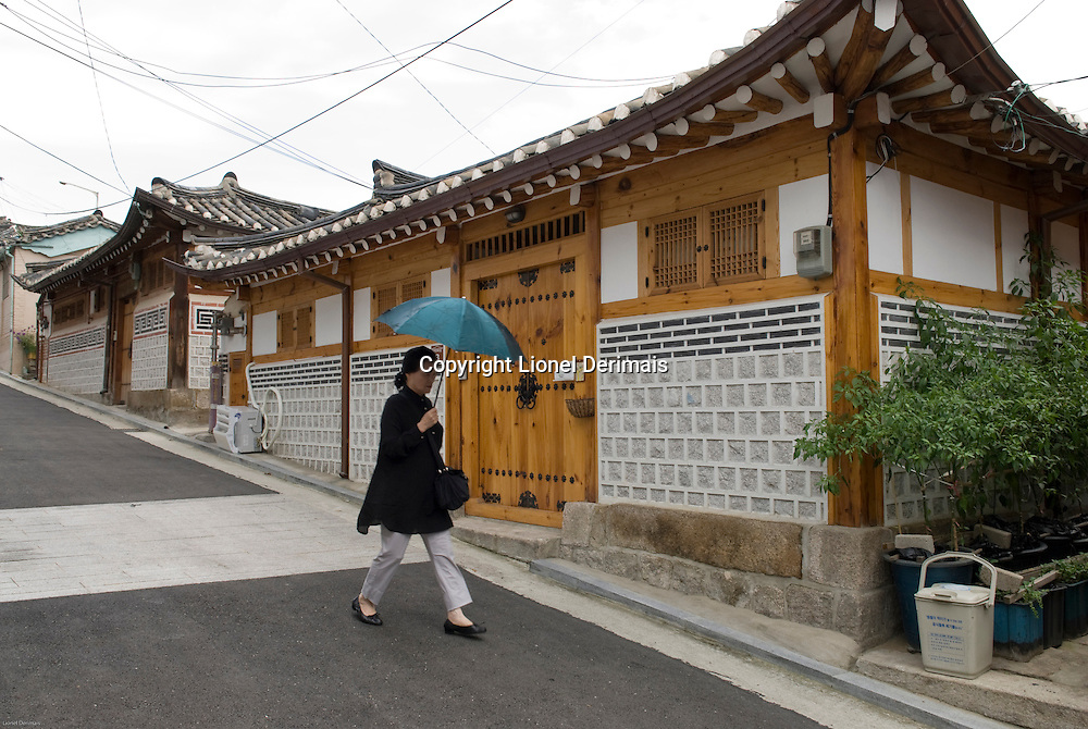 Hanok or Korean traditional houses in North Seoul, South Korea. 2009<br /> <br /> Quartiers d'habitations traditionnelles coreennes ou hanok dans le nord de Seoul.