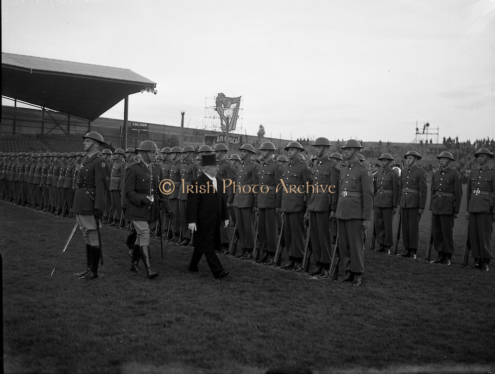 08/05/1955<br /> 05/08/1955<br /> 08 May 1955<br /> Pageant of St. Patrick opens the An Tostal festival at Croke Park, Dublin. President Sean T. O'Kelly inspects the guard of honour before the event.
