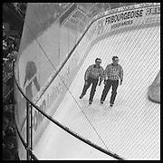 The Russian Years, les ann»es glorieureuses du HC Fribourg Gott»ron. Le HC FRibourg Gptt»ron, un petit club r»gional de hockey sur glace, vecut plusieures saisons spectaculaires avec l'arriv»e de Slava Bykov et Andrei Chomutov, les meilleures joueurs de hockey du monde russes- et les premiers á pouvoir quitter l'union sovi»tique pour »voluer á l'»tranger. Sept fois champions du monde avec l'»quipe nationale sovi»tique et le club de ZSKA Moscow, leur arriv»e en Suisse pr»sagait la chute du rideau de fer.  © Romano P. Riedo