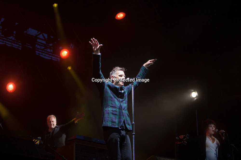 Edinburgh, Scotland 22nd July. Deacon Blue performs on stage in Edinburgh Castle esplanade. Edinburgh. Pako Mera