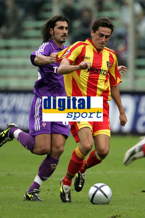 Milano 30-10-2004<br /> <br /> Campionato di calcio Serie A 2004-05<br /> <br /> Fiorentina Lecce<br /> <br /> nella  foto Pinardi Lecce (R) e Viali Fiorentina (L)<br /> <br /> Foto Snapshot / Graffiti