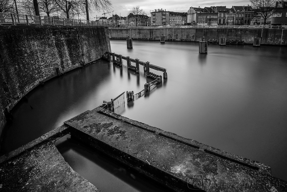 Canal in Brussels. Tests with my fuji xt1 equiped with a Samyang 12mm f 2.0 and for the long exposure, the Zomei ND1000.