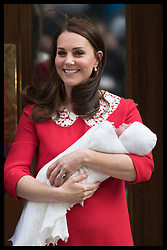 April 23, 2018 - London, London, United Kingdom - Image licensed to i-Images Picture Agency. 23/04/2018. London, United Kingdom.  The Duke and Duchess of Cambridge with their new baby boy as they leave  the Lindo Wing of St.Mary's hospital in London  (Credit Image: © Stephen Lock/i-Images via ZUMA Press)