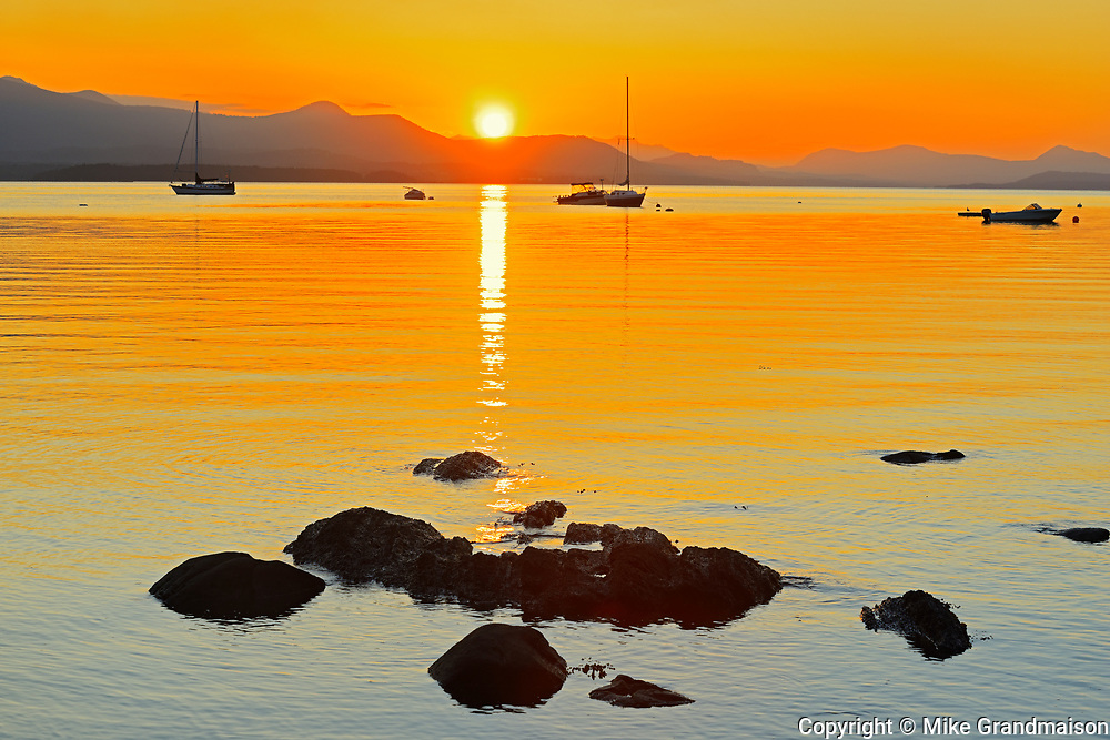Sailboats at sunset on Vesuvius Bay. Looking West to Crofton on Vancouver Island. , Saltspring Island (Gulf Islands), British Columbia, Canada