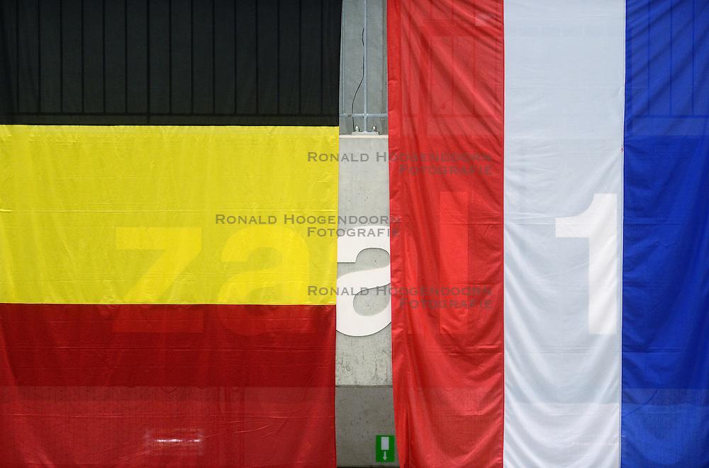 17-05-2013 VOLLEYBAL: BELGIE - NEDERLAND: KORTRIJK<br /> Nederland wint de eerste oefenwedstrijd met 3-0 van Belgie / Vlaggen Nederland Belgie<br /> ©2013-FotoHoogendoorn.nl