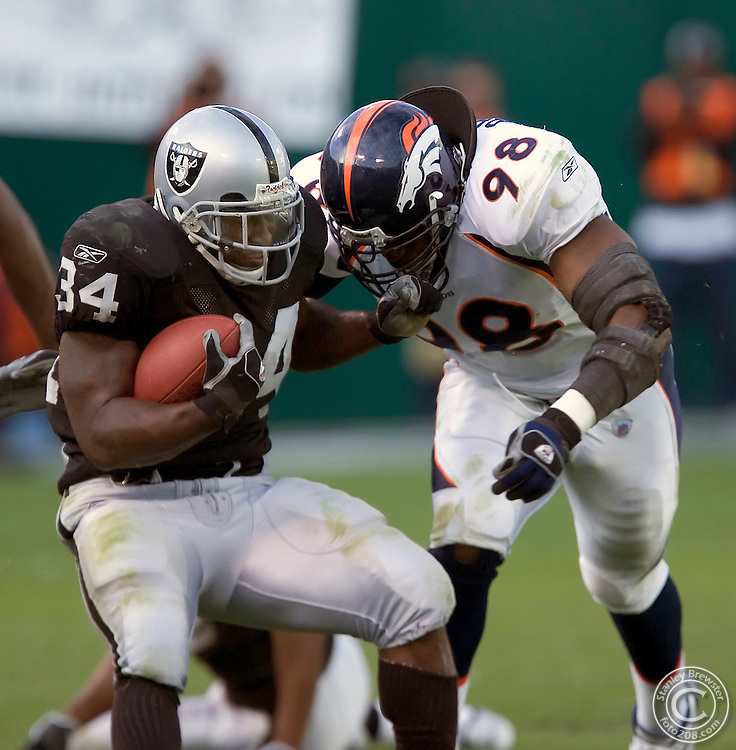 Oakland, CA. 11-13-05.Oakland Raiders vs. the Denver Broncos in Oakland-Alimeda Colliseum. The Broncos won 31-17