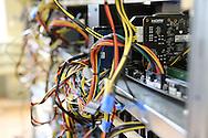 Inside the Alpereum mine / Dans la mine Alpereum, une multitude de cartes mères et de cables.