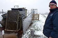 Rayonbeheerder Klaas Frieswijk bij het gemaal Kolderveen bij Terwispel.