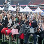 NLD/Rotterdam/20120615 - Verkiezing Miss Zuid-Holland 2012, fans en familieleden