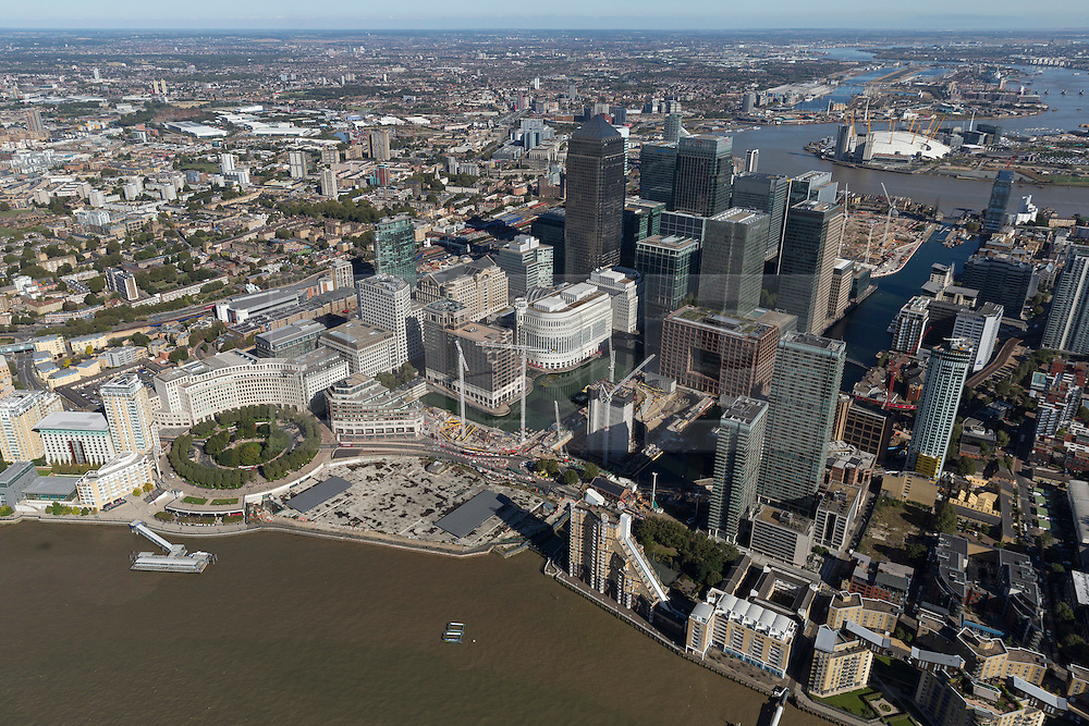 © Licensed to London News Pictures. 26/04/2016. London, UK. Construction works in the Isle of Dogs. Heron Quays/Westferry Road area overlooking the Thames. Photo credit: Martin Apps/LNP