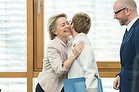 27 MAR 2016, BERLIN/GERMANY:<br /> ursula von der Leyen (L), CDU, Bundesverteidigungsministerin, begruesst Annegret Kamp-Karrenbauer (R), CDU, Ministerpraesidentin Saarland, vor Beginn einer Sitzung des Bundesvorstandes nach der Landtagswahl im Saarland, Konrad-Adenauer-aus<br /> IMAGE: 20170327-01-005