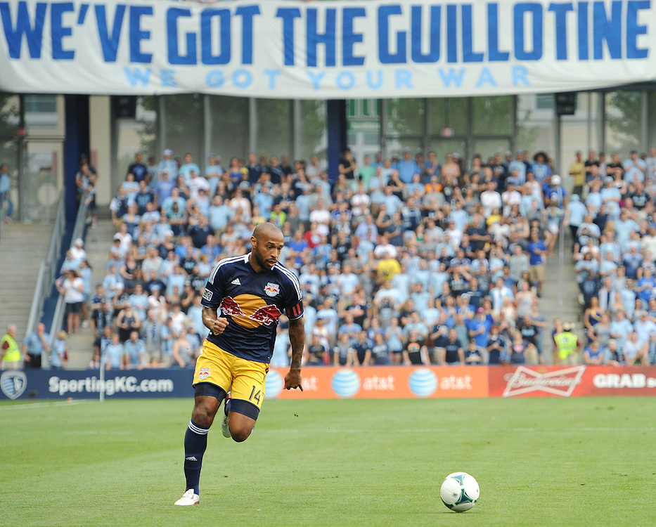 THIERRY HENRY (14) crosses the ball during the first half at Sporting Park.