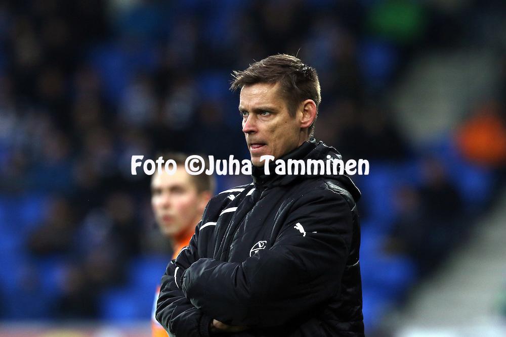 8.4.2016, Sonera Stadion, Helsinki.<br /> Veikkausliiga 2016.<br /> Helsingin Jalkapalloklubi - Vaasan Palloseura.<br /> Valmentaja Petri Vuorinen - VPS