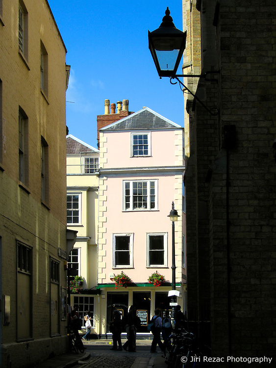 UK ENGLAND OXFORD 3SEP06 - Shady alleyway in central Oxford, England...jre/Photo by Jiri Rezac..© Jiri Rezac 2006..Contact: +44 (0) 7050 110 417.Mobile:  +44 (0) 7801 337 683.Office:  +44 (0) 20 8968 9635..Email:   jiri@jirirezac.com.Web:    www.jirirezac.com..© All images Jiri Rezac 2006 - All rights reserved.