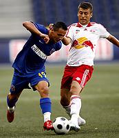 Fotball<br /> Romania<br /> Steaua Bucuresti <br /> 04.08.2008<br /> Foto: Gepa/Digitalsport<br /> NORWAY ONLY<br /> <br /> Red Bull Salzbug vs Steaua Bukarest<br /> <br /> Iaudiu Ionescu (Steaua) und Milan Dudic (RBS)