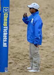 16-08-2014 NED: NK Beachvolleybal 2014, Scheveningen<br /> Scheidsrechter  Gertjan Pals