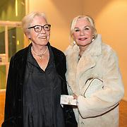 NLD/Amsterdam/20191114 - Prinses Beatrix en Prinses Margriet bij jubileum Dansersfonds, Monique van de Ven