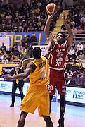 DESCRIZIONE : Torino Auxilium Manital Torino Giorgio Tesi Group Pistoia<br /> GIOCATORE : Wayne Blackshear<br /> CATEGORIA : tiro three points<br /> SQUADRA : Giorgio Tesi Group Pistoia<br /> EVENTO : Campionato Lega A 2015-2016<br /> GARA : Auxilium Manital Torino Giorgio Tesi Group Pistoia<br /> DATA : 07/12/2015 <br /> SPORT : Pallacanestro <br /> AUTORE : Agenzia Ciamillo-Castoria/R.Morgano<br /> Galleria : Lega Basket A 2015-2016<br /> Fotonotizia : Torino Auxilium Manital Torino Giorgio Tesi Group Pistoia<br /> Predefinita :
