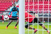 ALKMAAR - 19-10-2016, training persconferentie AZ, AFAS Stadion, AZ speler Fred Friday, AZ keeper Sergio Rochet