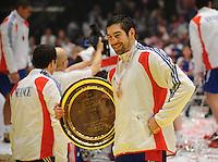 Handball EM Herren 2010 Finale Frankreich - Kroatien 31.01.2010 Nikola Karabatic (FRA) jubelt mit der Trophy fuer den Europameistertitel