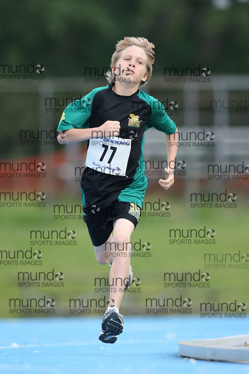 (Ottawa, Ontario---20/06/09)   Billy Denham competing in the 800m at the 2009 Bank of America All-Champions Elementary School Track and Field Championship. www.mundosportimages.com / www.msievents.