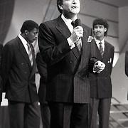 NLD/Bussum/19881222 - Sportverkiezing van het Jaar 1988 in het Spant, optreden, presentator Ruud ter Weijden
