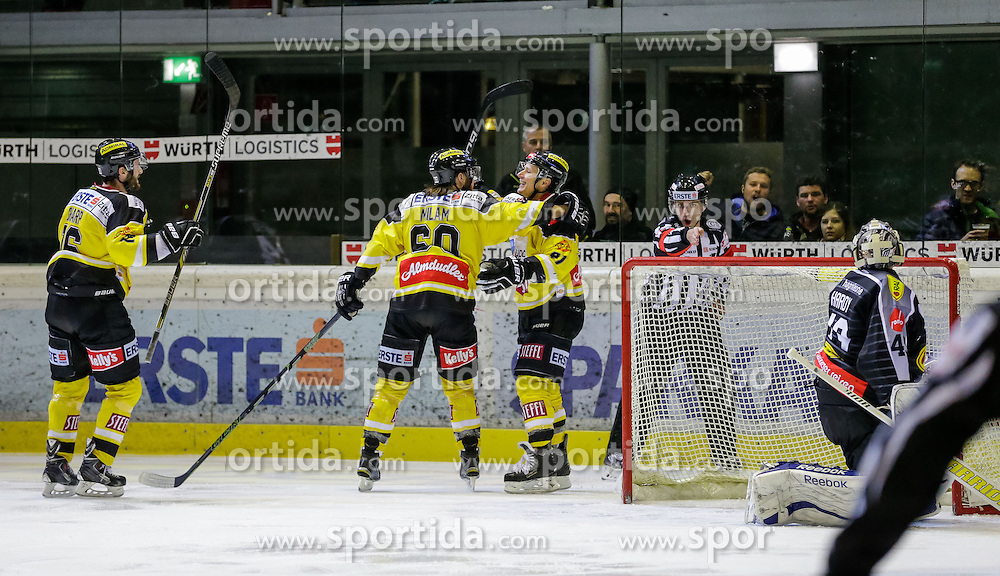 05.12.2015, Messestadion, Dornbirn, AUT, EBEL, Dornbirner Eishockey Club vs UPC Vienna Capitals, 27. Runde, im Bild Torjubel bei Vienna Capitals// during the Erste Bank Icehockey League 27th round match between Dornbirner Eishockey Club and UPC Vienna Capitals at the Messestadion in Dornbirn, Austria on 2015/12/05, EXPA Pictures © 2015, PhotoCredit: EXPA/ Peter Rinderer