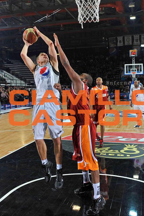 DESCRIZIONE : Caserta Lega A 2010-11 Pepsi Caserta Lottomatica Virtus Roma <br /> GIOCATORE : Lukasz Koszarek<br /> SQUADRA : Pepsi Caserta<br /> EVENTO : Campionato Lega A 2010-2011<br /> GARA : Pepsi Caserta Lottomatica Virtus Roma<br /> DATA : 02/01/2011<br /> CATEGORIA : tiro<br /> SPORT : Pallacanestro<br /> AUTORE : Agenzia Ciamillo-Castoria/A.De Lise<br /> Galleria : Lega Basket A 2010-2011<br /> Fotonotizia : Caserta Lega A 2010-11 Pepsi Caserta Lottomatica Virtus Roma<br /> Predefinita :